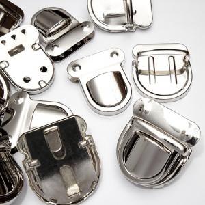 Застібка портфельна штампована срібляста К2020